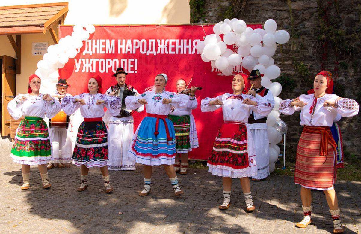 Закарпатье: Древний и юный областной центр приглашал на День рождения