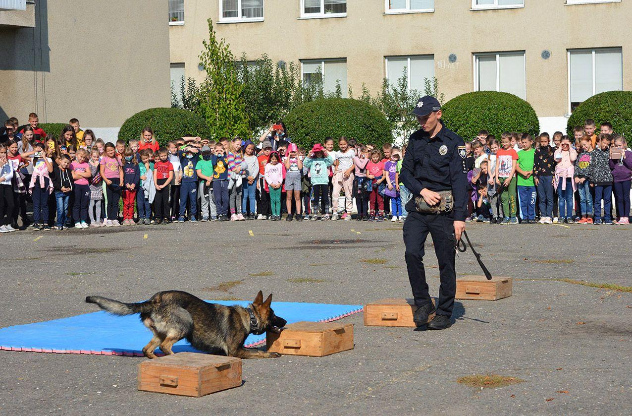 В Ужгороді «День із поліцейським та рятувальником» триватиме два тижні
