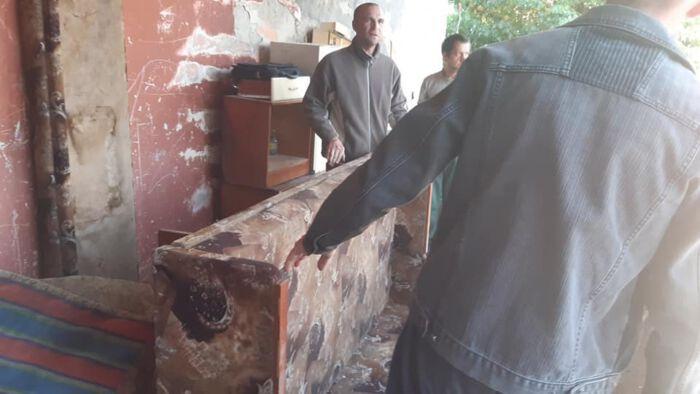 Херсон: Квартиру сирот ремонтируют волонтеры