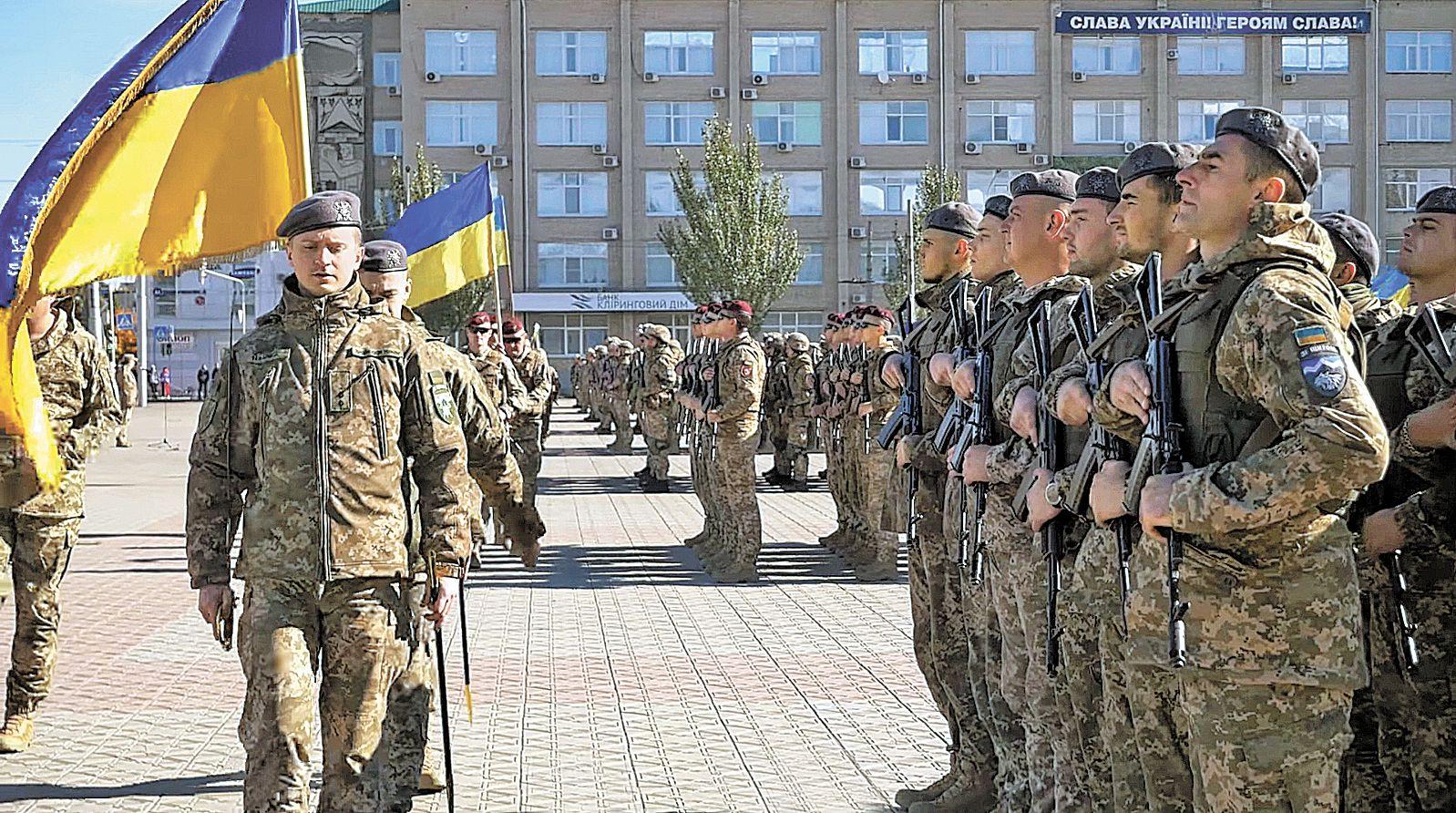 30-річчя нашої армії відзначаємо військовим парадом