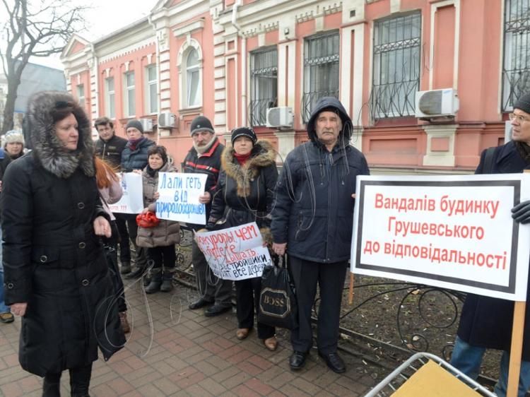 Российские оккупанты начали снос исторического здания в охранной зоне Ханского дворца в Бахчисарае - Цензор.НЕТ 3786