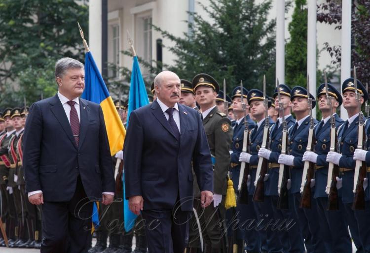 Порошенко підтвердив готовність України постачати електрику в Білорусь