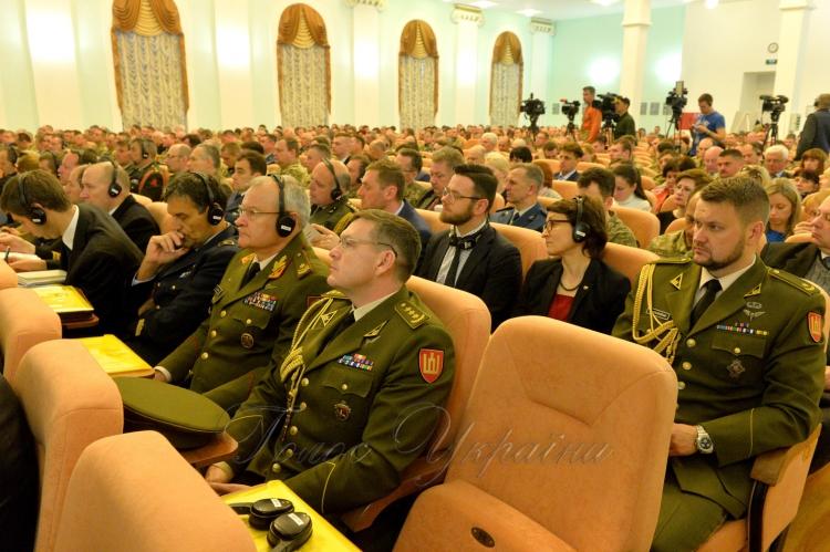 НАТО закликає Україну реструктуризувати Збройні сили достандартів Альянсу