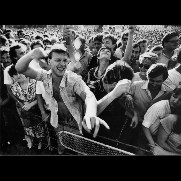 Мітинги. 16.07.1991 Річниця проголошення Декларації про суверенітет України. Площа Жовтневої Революції. 18:30