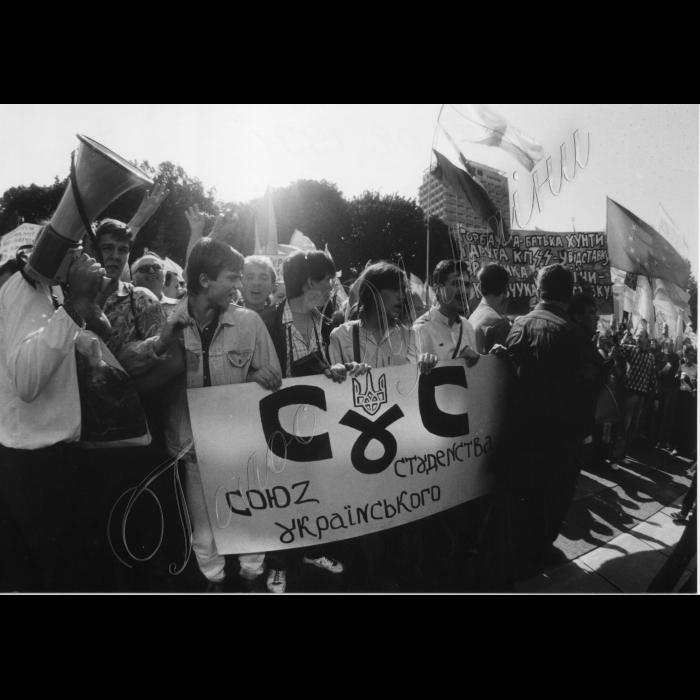 Мітинг біля ВР України в день проголошення Незалежності України.