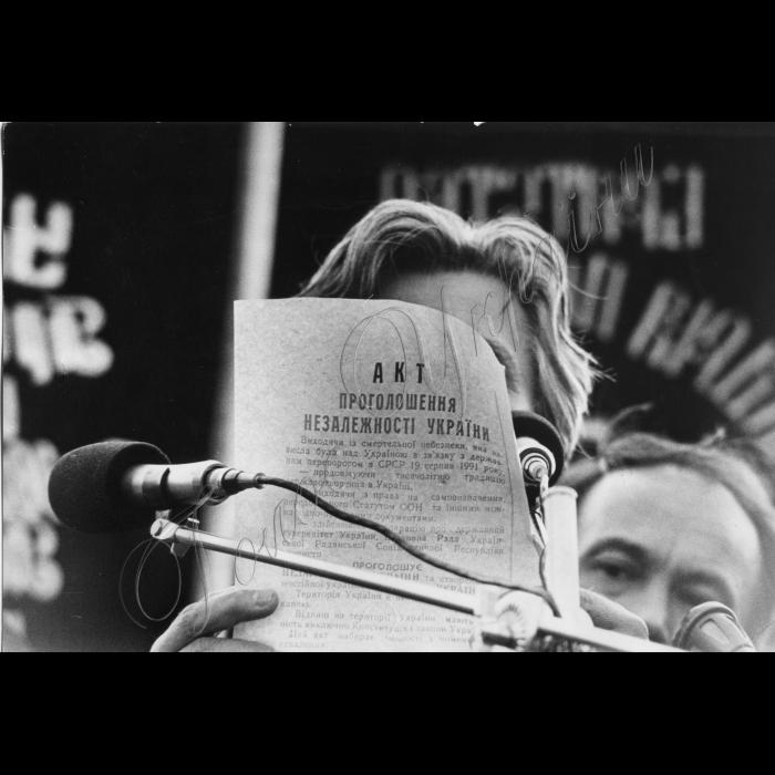 Мітинги. 15 вересня 1991 року. Левко Лук'яненко читає Акт про Незалежність України