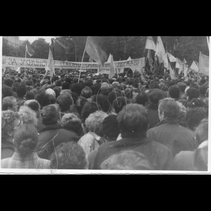 Київ, Софіївський майдан - молебень до річниці Чорнобильської катастрофи.