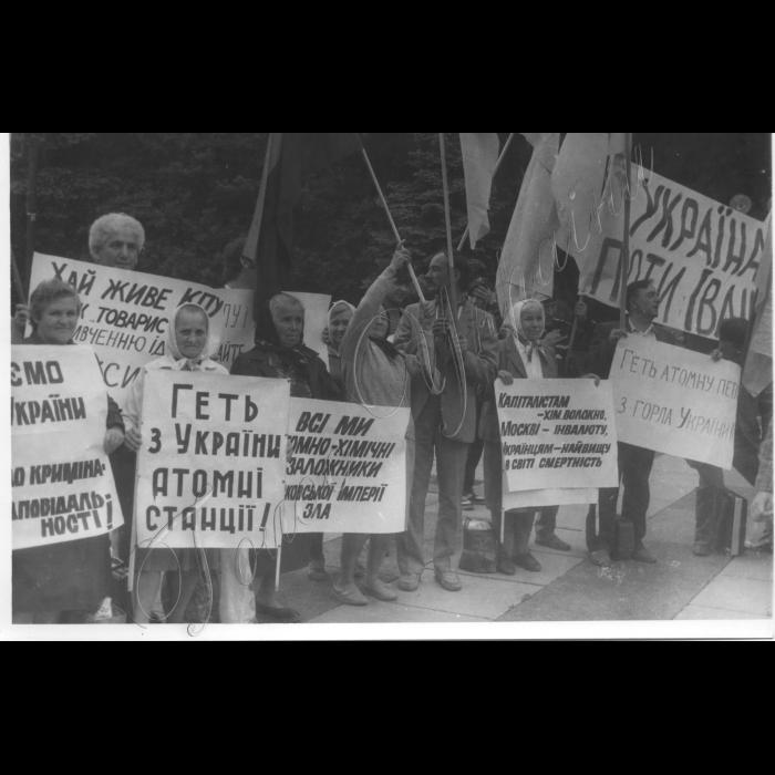 Травень 1990. Мітинг біля ВР.