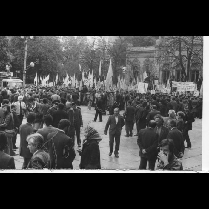 Жовтень 1990 . Мітинг біля ВР