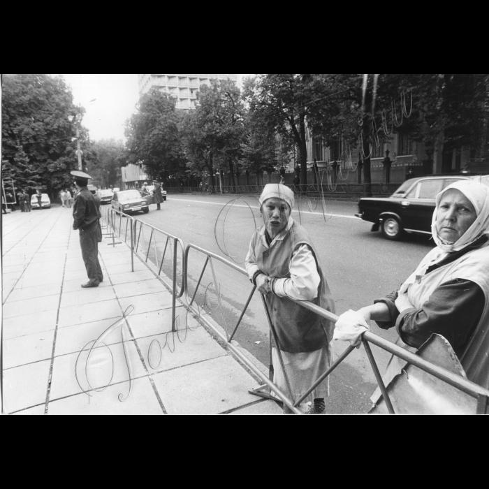 Мітинги. 1992 рік. Біля ВР.