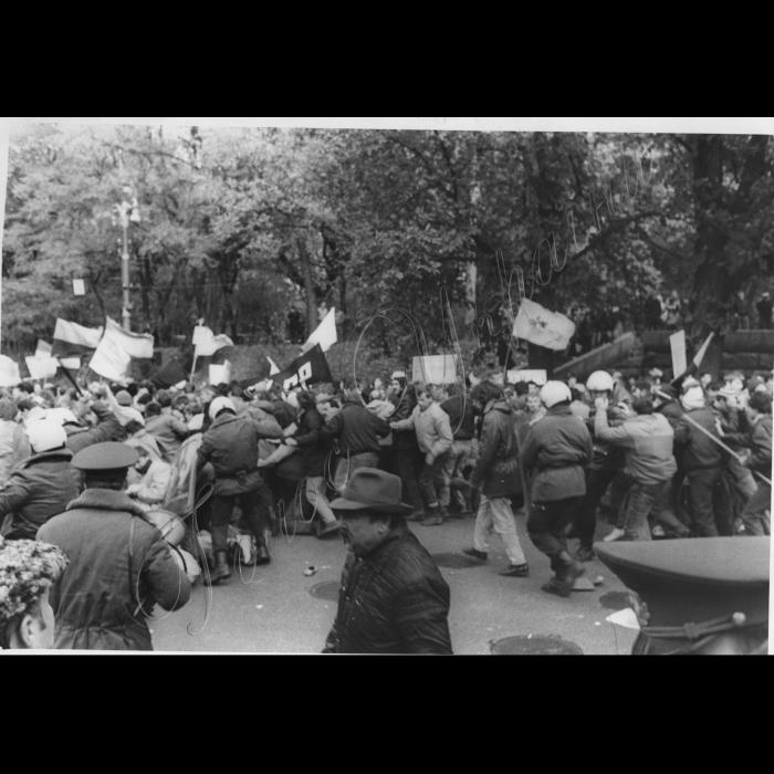 Мітинги. 1992 рік. Студенти біля ВР. Сутички з міліцією.