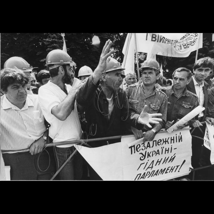 14.06.1993.  Мітинг шахтарів біля ВР.
