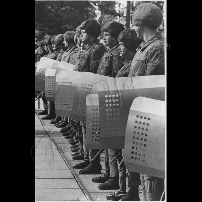 22.09.1993. Біля ВР, міліція