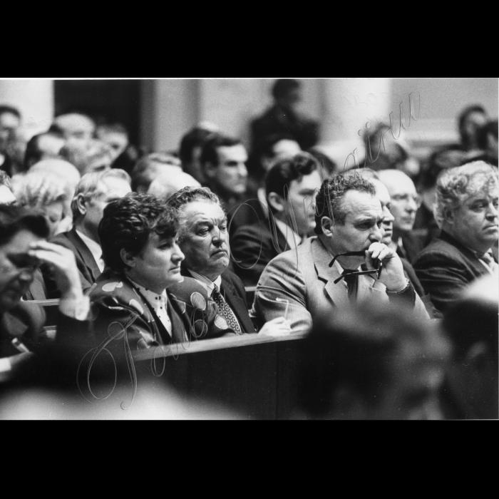 18.01.1994. В сессионном зале ВР состоялось совещание представителей местных советов народных депутатов Украины и представителей Президента.