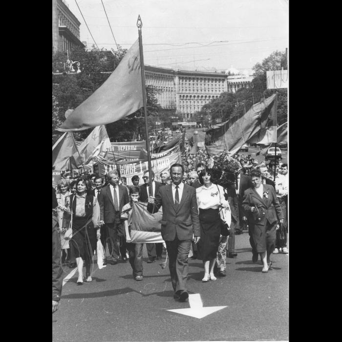 Першотравнева демонстрація на Хрещатику.