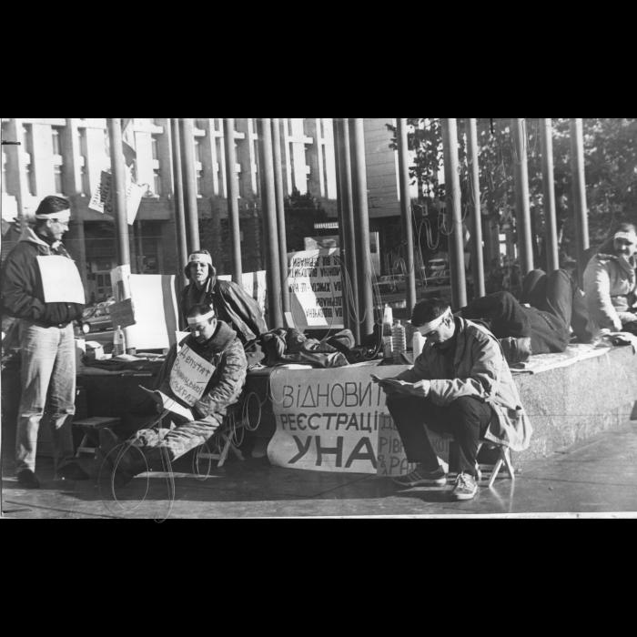 21.09.1995. Представники УНА поновили безстрокове голодування на Майдані Незалежності.