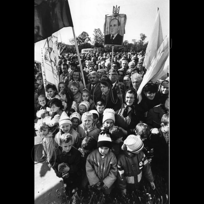 15.10.1995. Івано-Франківська область, село Старий Угринів - батьківщина Степана Бандери.