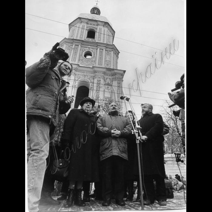 07.11.1995. Мітинг на Софійській площі до річниці початку Великої Жовтневої революції, НРУ Ярослава Сецько, В. Чорновіл, Танюк