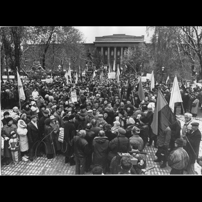 07.11.1995.  Мітинг біля пам'ятнику Шевченка та Університету до річниці початку Великої Жовтневої революції