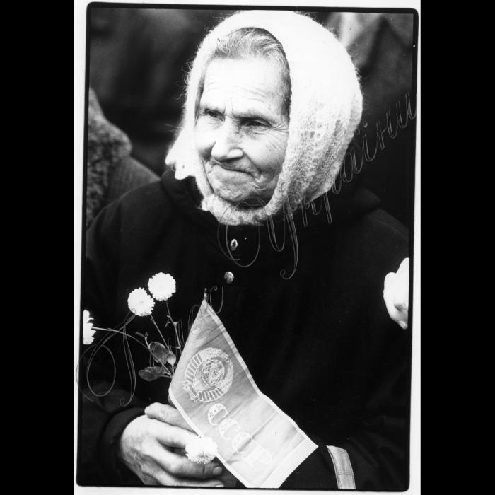 07.11.1995. Мітинг на Майдані до річниці початку Великої Жовтневої революції, герб СССР