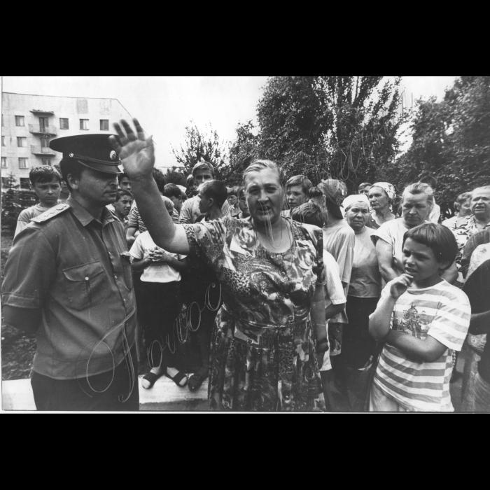 16.07.1996. Місто Кіровське Донецької области. Жителі міста мітингують під час страйку шахтарів