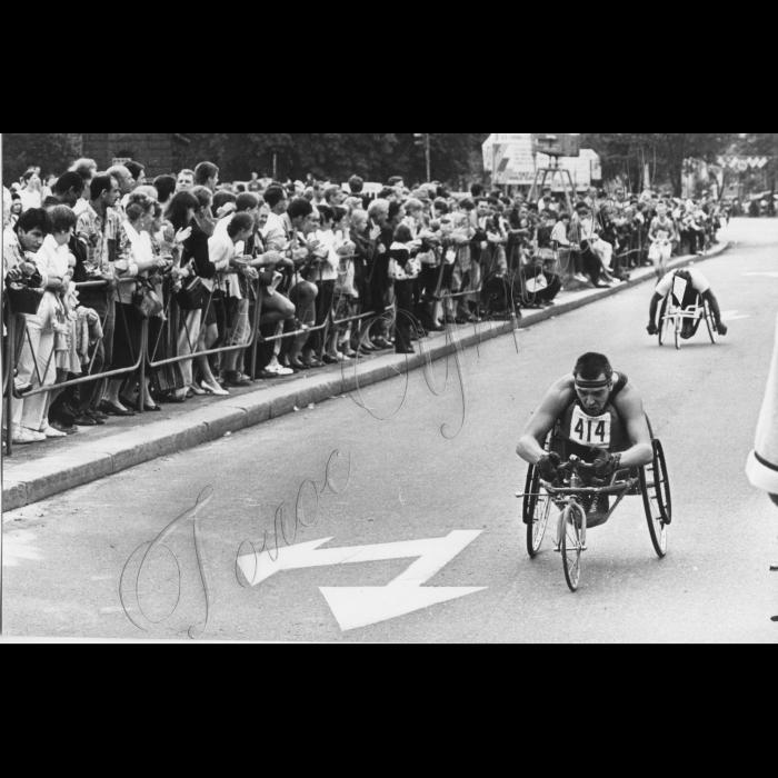 24.08.1996. Святкування 5-ї річниці Незалежності. Змагання інвалідів на Майдані Незалежності.