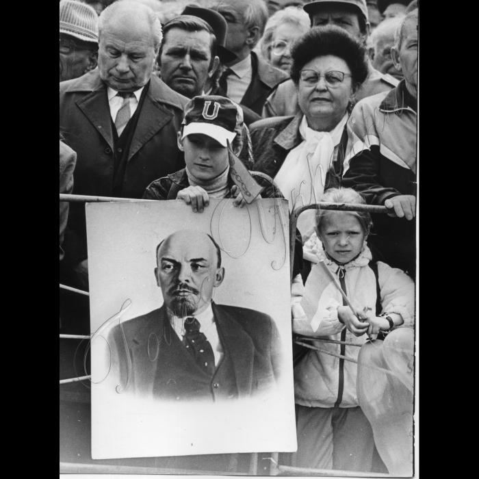 01.05.1997. Київ. Першотравнева демонстрація, портрет Леніна