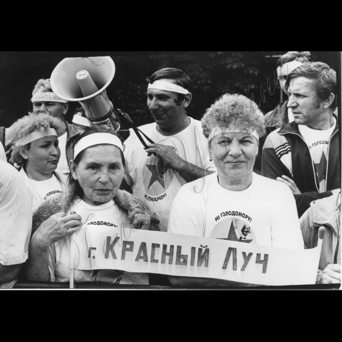 08.07.1997. Біля Верховної Ради.
