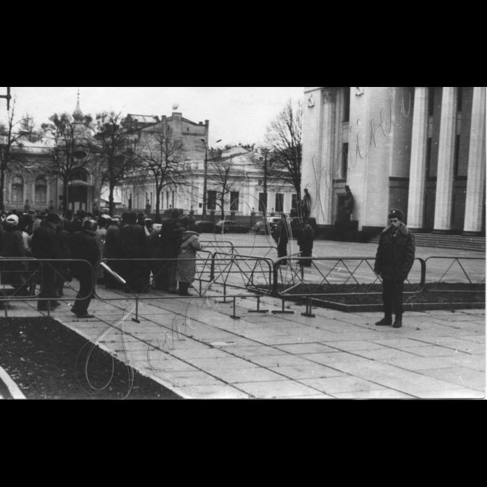 Жотень 1997 року. Мітинг біля ВР