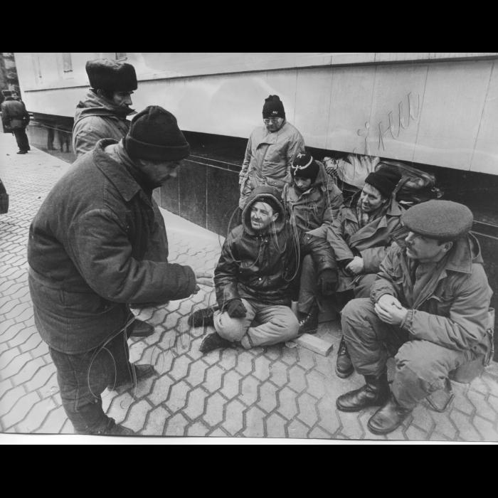 03.11.1997. Пікети біля Адміністрації президента. Шахтарі Макіївки, Горловки, шахта