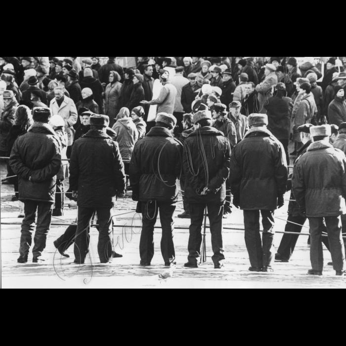 07.11.1997. Київ Комуністи, святкування річниці Жовтневої революції, міліція