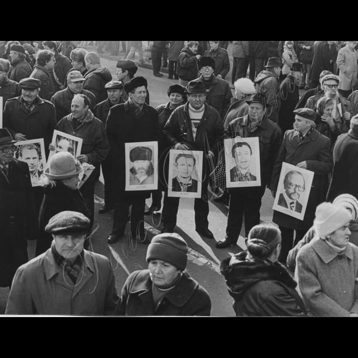 12.11.1997. Рух, річниця Жовтневої революції