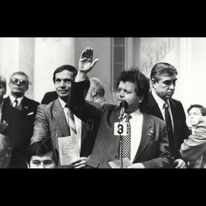Пленарні засідання Верховної Ради УСРС - України Перед мікрофоном - Осадчук П.