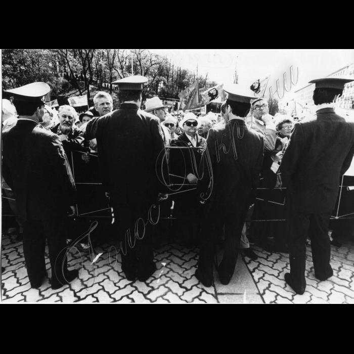 01.05.1998. Святкування Першотравня, міліція