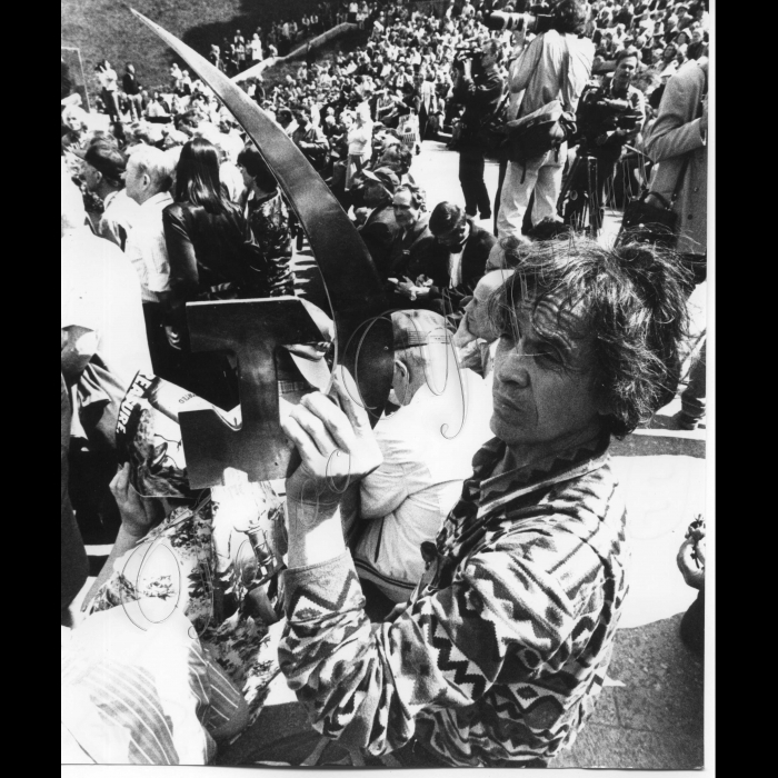 01.05.1998. Святкування Першотравня, серп і молот
