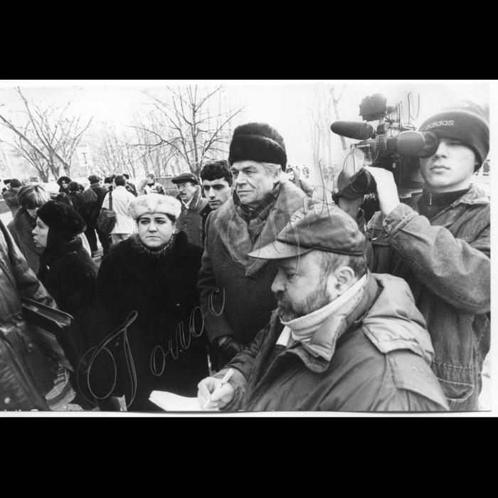 07.12.1998. Пікет біля Швейцарського посольства - амбасади на захист лідера