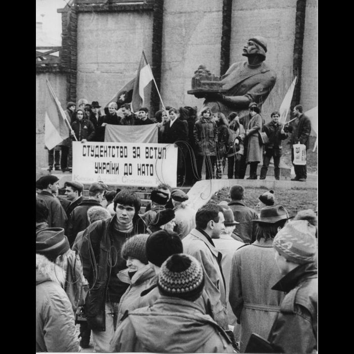 12.03.1999.Мітинг біля пам'ятника Ярославу Мудрому