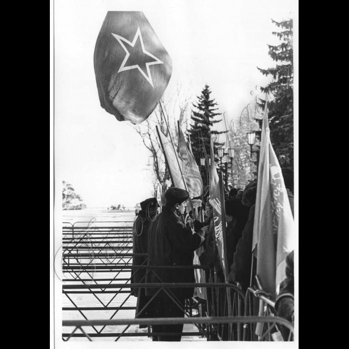 17.03.1999. Біля Адміністрації Президента.