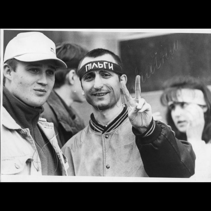 06.04.1999. Київ.  Мітинг студентів з вимогами повного відновлення пільг на проїзд у транспорті.