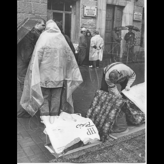 14.05.1999. Пікетування шахтарів Луганська та Горлівки біля Міністерства вугільної промисловості.