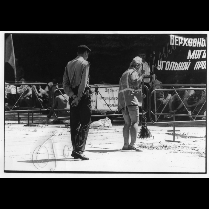 21.06.1999. Пікети шахтарів біля ВР.