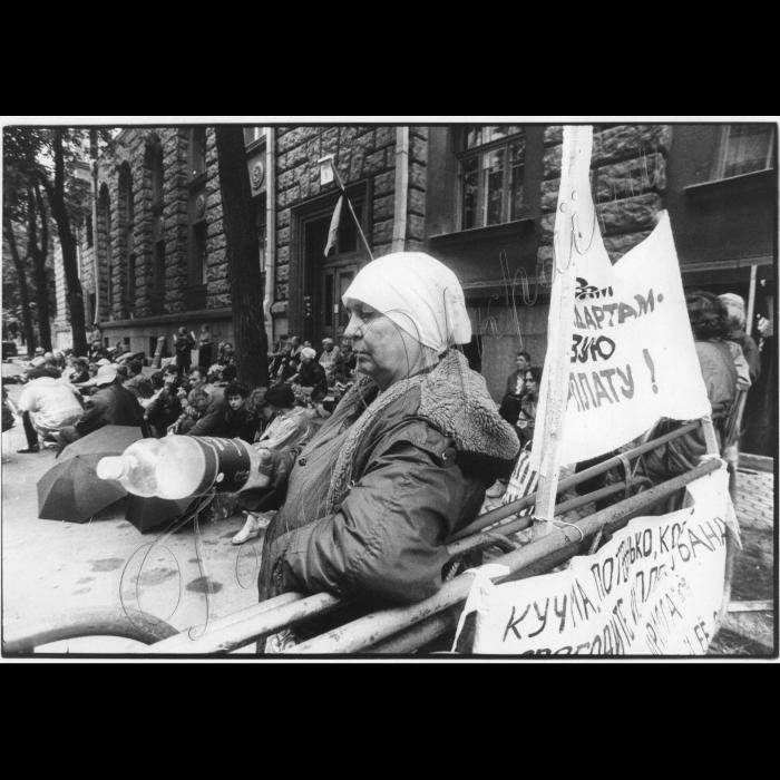 22.06.1999. Пікети шахтарів та їх дружин на Банковій.