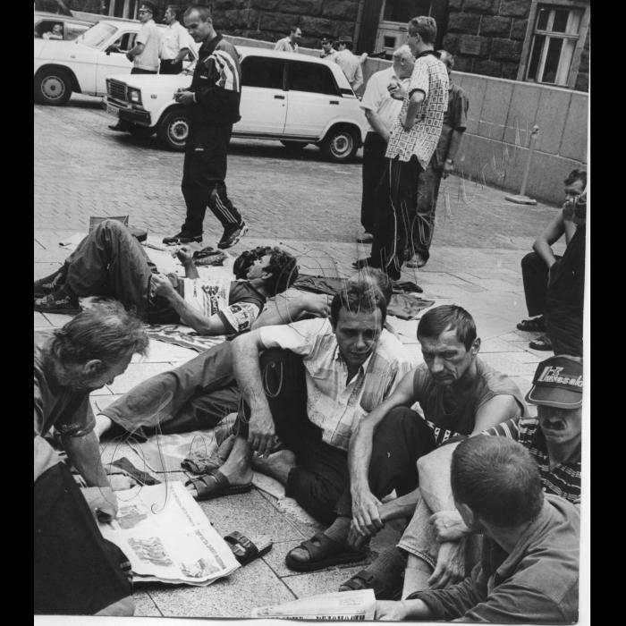 21.07.1999. Пікети шахтарів-інвалідів біля Кабміну.