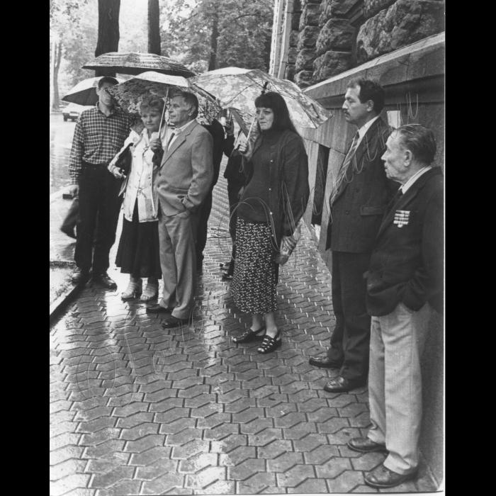 17.08.1999. Пікети співробітників райрад Вінниці біля Адміністрації Президента.
