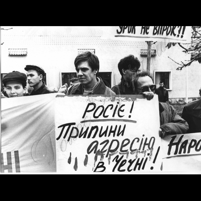 15.10.1999. Пікети біля амбасади Росії у Києві на підтримку Ічкерії.