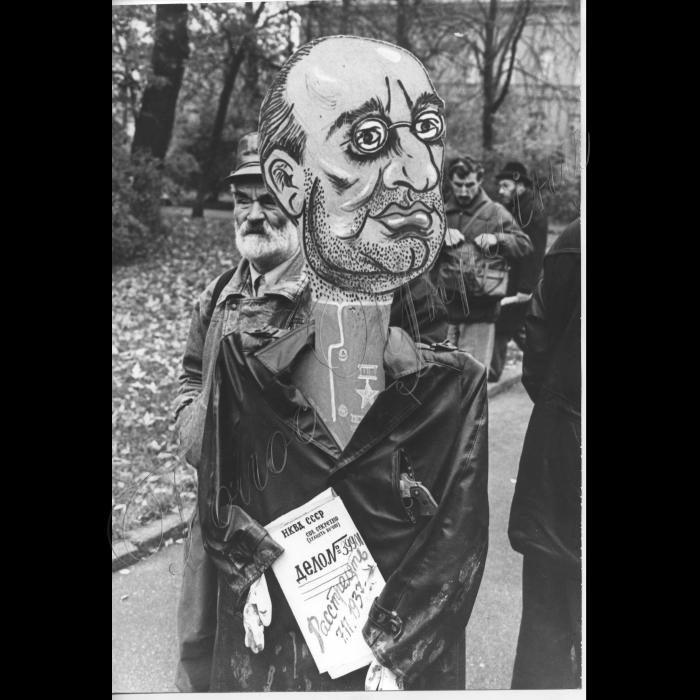 07.11.1999. Річниця Жовтневої революції , карикатура на Берію Рух.
