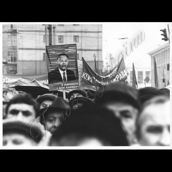 07.11.1999. Річниця Жовтневої революції , портрет Симоненка П. Комуністичний мітинг на Європейський площі