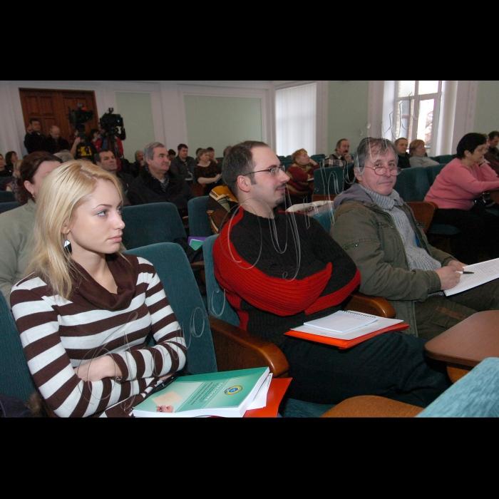 Прес-конференція з нагоди початку першого з 800 тренінгів для членів виборчих комісій на прикладі ОВК територіального виборчого округу № 220.