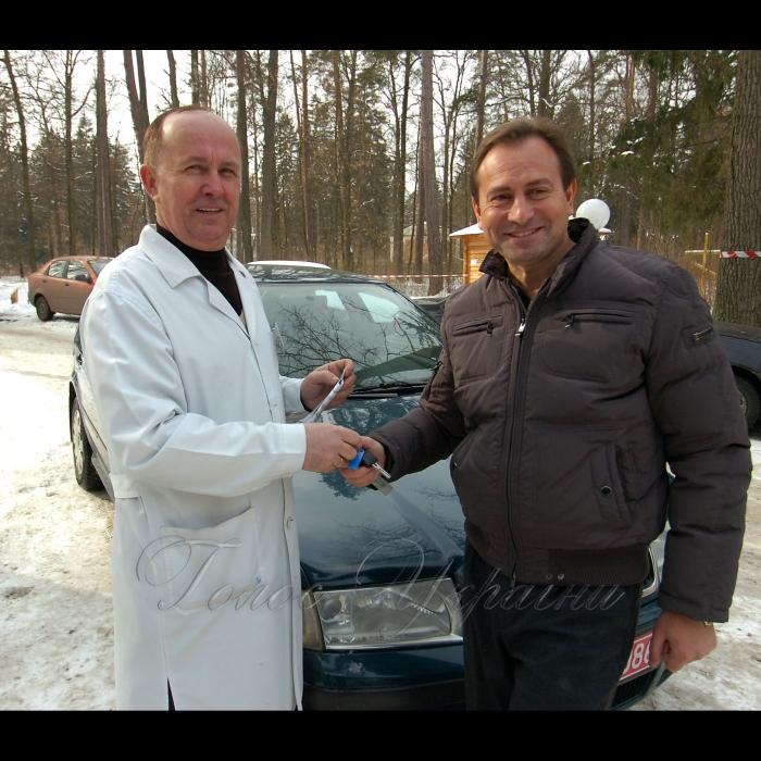 26 лютого 2009 заступник Голови Верховної Ради України Микола Томенко передав ключі від автомобіля, придбаного власним коштом, для потреб лікарні головному лікарю госпіталю «Лісова поляна» Володимиру Нероді.