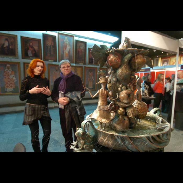 3 березня 2009 в Українському домі відкрито художню виставку «Великий скульптурний салон 2009», у рамках проекту «Арт-Київ» (працює з 4 по 15 березня).